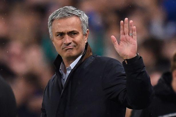 Mourinho doi mat voi an phat anh 1