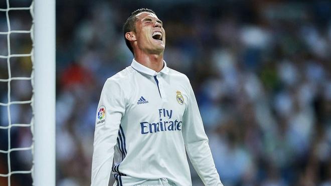Ronaldo lap hat-trick, Real thang dam Alaves 4-1 hinh anh 3