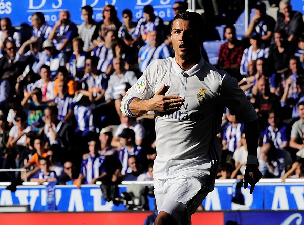 Ronaldo lap hat-trick, Real thang dam Alaves 4-1 hinh anh 19