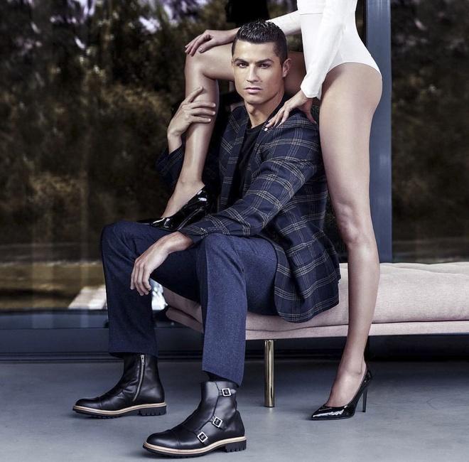 Ronaldo chup hinh quang cao anh 1
