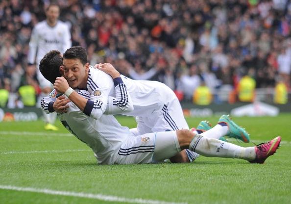 Oezil hoan thien hon nho Ronaldo hinh anh 1