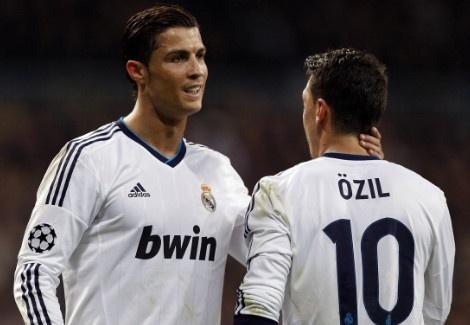 Oezil hoan thien hon nho Ronaldo hinh anh