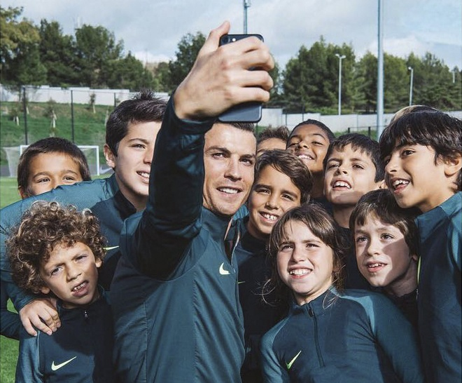 Ronaldo hao hung tap luyen sau hop dong ty USD hinh anh 10