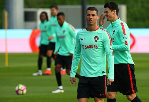 Ronaldo hao hung tap luyen sau hop dong ty USD hinh anh 2