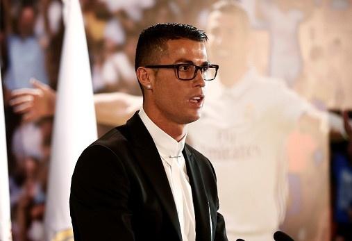 Ronaldo gap rac roi vi cap kinh tung bi che gieu hinh anh