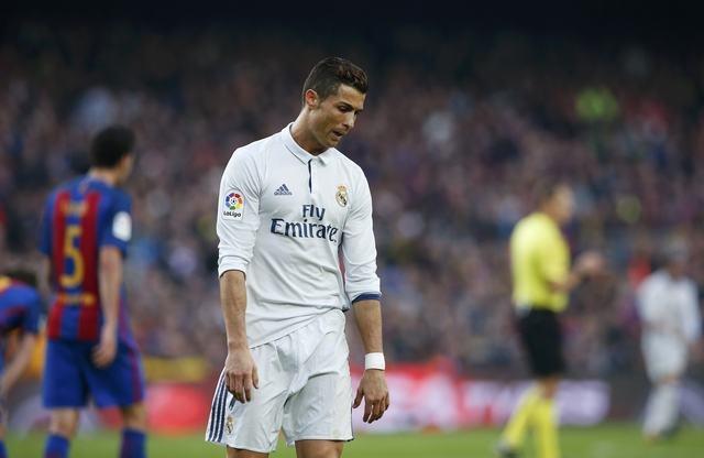 Barca vs Real (1-1): Cuu tinh Sergio Ramos hinh anh 29