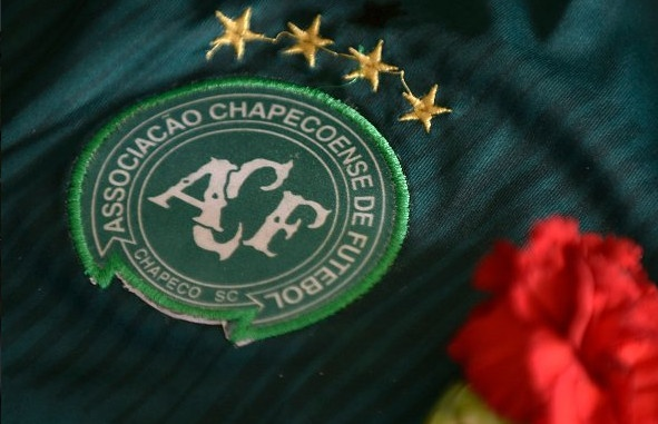 Chapecoense chinh thuc nhan cup vo dich Copa Sudamericana hinh anh