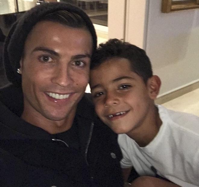Ronaldo lan san sang dien anh anh 3