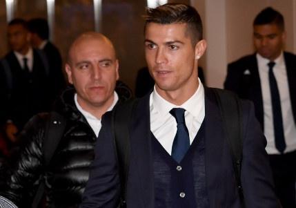 Ronaldo chac chan vang mat o le trao Qua bong vang hinh anh