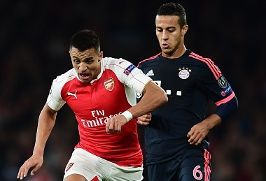 Bayern cham tran Arsenal, Barca doi dau PSG hinh anh