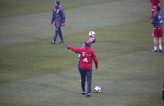 Douglas Costa lap sieu pham, Bayern nhoc nhan len ngoi dau hinh anh 12