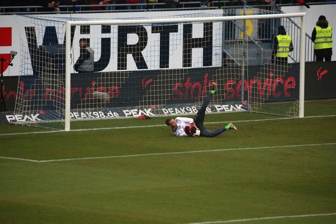 Douglas Costa lap sieu pham, Bayern nhoc nhan len ngoi dau hinh anh 8