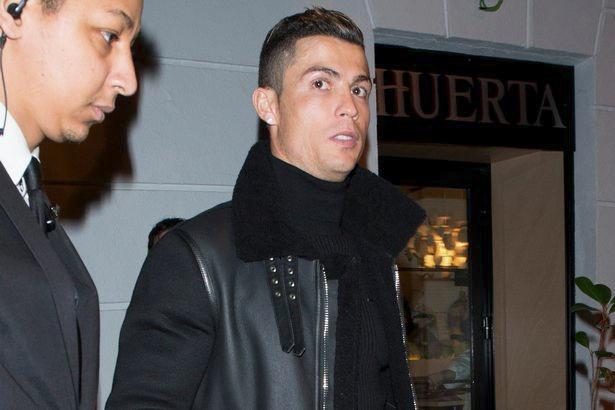 Ronaldo an mung chuc vo dich anh 2