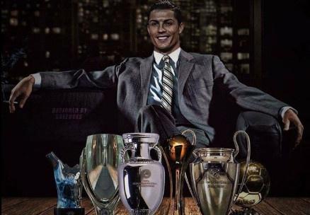 Ronaldo gianh lien tiep 2 giai thuong hinh anh