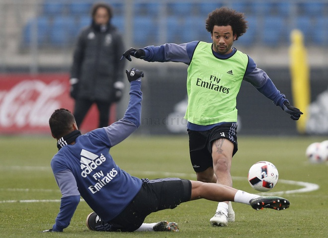 Ronaldo khoe giay moi trong buoi tap dau nam hinh anh 5