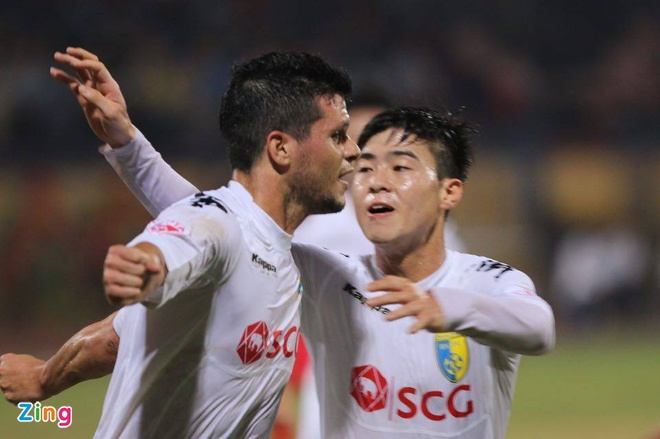 Ha Noi 3-2 Quang Ninh: Quang Hai lap cu dup sieu pham hinh anh 7