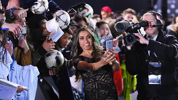 Ronaldo doat giai Cau thu hay nhat nam cua FIFA hinh anh 32
