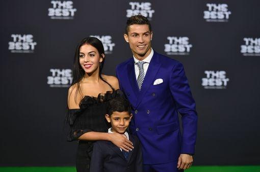 Ronaldo doat giai Cau thu hay nhat nam cua FIFA hinh anh 35