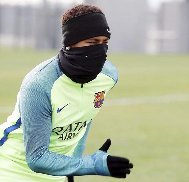 Messi choi dua cung cho anh 4