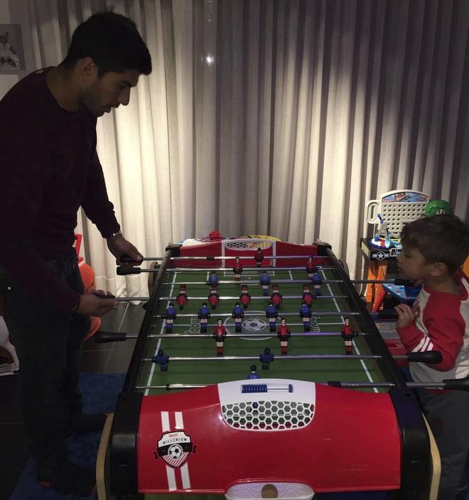 Messi choi dua cung cho anh 3