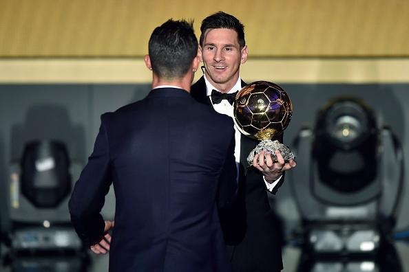 Ronaldo muon nhan dien thoai chuc mung tu Messi hinh anh 1