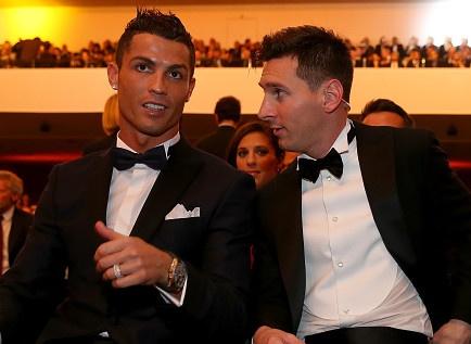 Ronaldo muon nhan dien thoai chuc mung tu Messi hinh anh