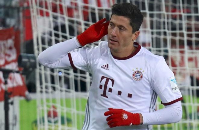 Bayern nguoc dong nho cu dup dang cap cua Lewandowski hinh anh