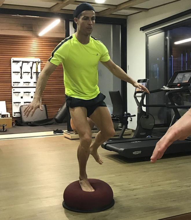 Ronaldo tro tai sut rung flycam hinh anh 1
