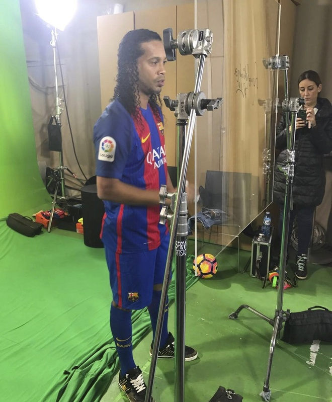 Ronaldinho cuoi tuoi trong le ky hop dong anh 4