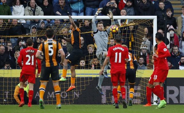 Hull City 2-0 Liverpool: The Kop giuong co trang hinh anh 18
