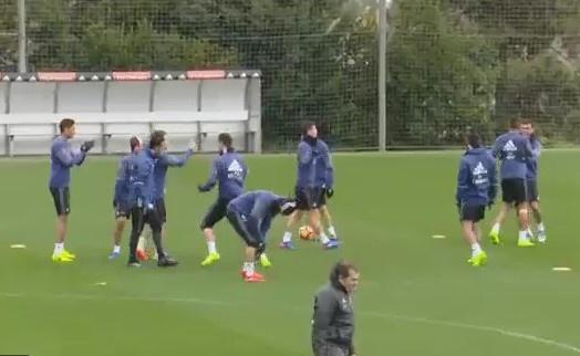 Ronaldo phan khich tung chieu la tren san tap hinh anh