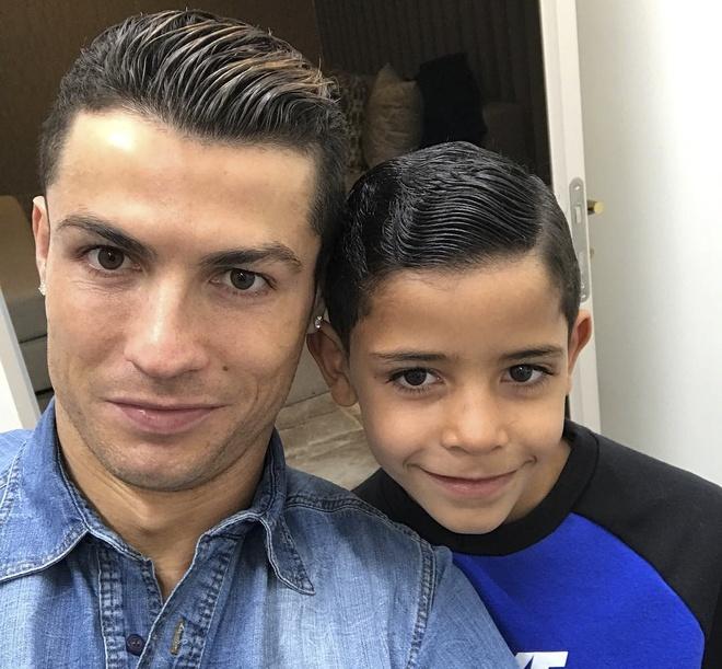 Ronaldo deo mat na kinh di anh 6