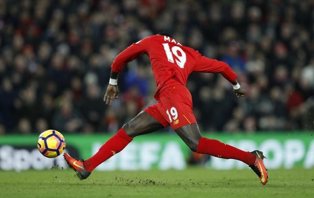 Liverpool 2-0 Tottenham: The Kop tro lai top 4 hinh anh 18