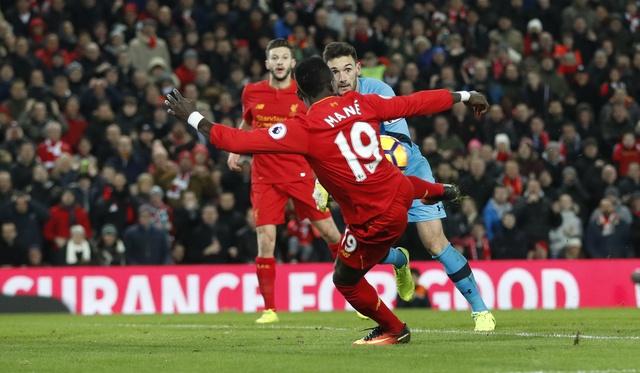 Liverpool 2-0 Tottenham: The Kop tro lai top 4 hinh anh 19