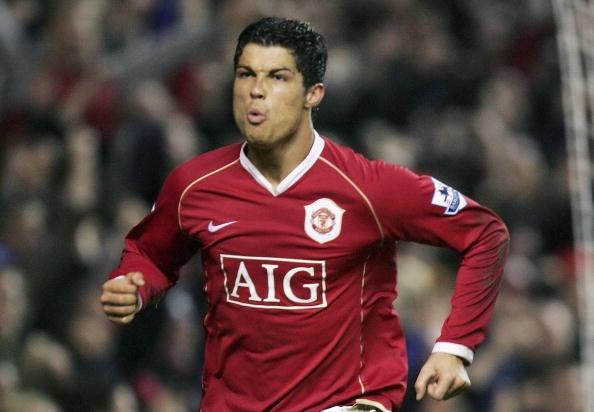 Ronaldo suyt gia nhap Juventus thay vi MU hinh anh
