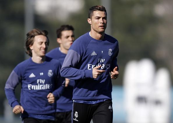 Ronaldo bi xo hang, dong doi an mung phan khich hinh anh