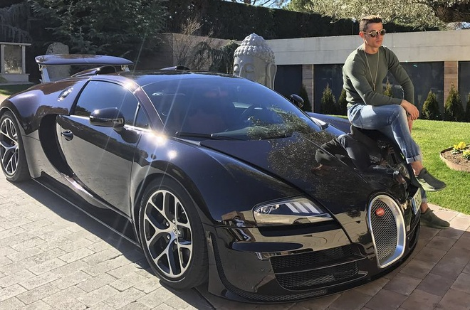 Ronaldo khoe sieu xe, Messi du su kien o Ai Cap hinh anh