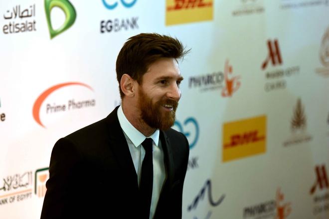Ronaldo khoe sieu xe, Messi du su kien o Ai Cap hinh anh 3