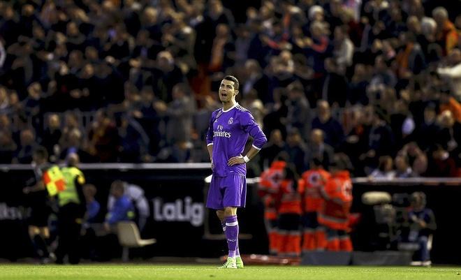 Ronaldo lap cong, Real van bai tran truoc Valencia hinh anh 5