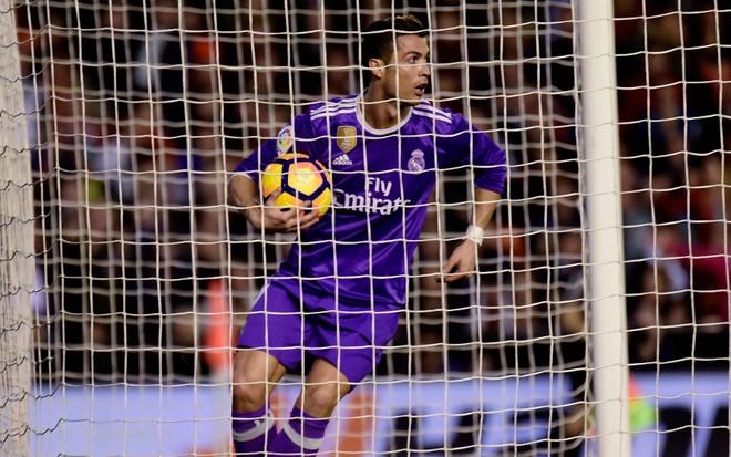 Ronaldo lap cong, Real van bai tran truoc Valencia hinh anh 8
