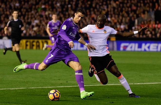 Ronaldo lap cong, Real van bai tran truoc Valencia hinh anh 6