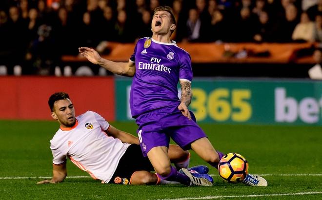 Ronaldo lap cong, Real van bai tran truoc Valencia hinh anh 2