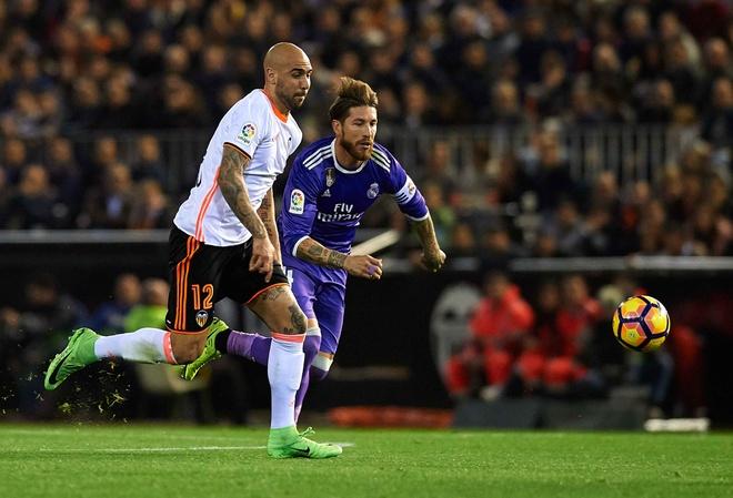 Ronaldo lap cong, Real van bai tran truoc Valencia hinh anh 3