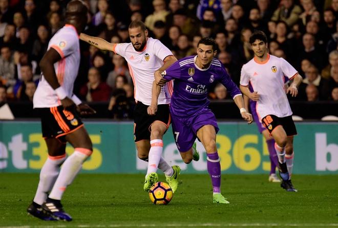 Ronaldo lap cong, Real van bai tran truoc Valencia hinh anh 9