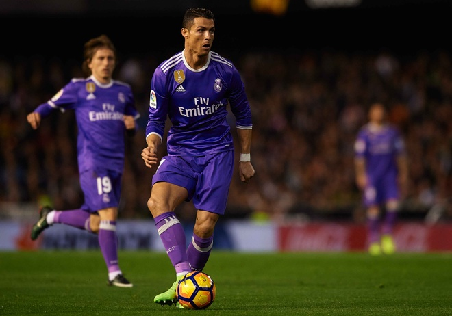 Ronaldo lap cong, Real van bai tran truoc Valencia hinh anh 10