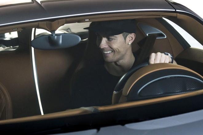 Ronaldo chay thu sieu xe dat van toc 420 km/h hinh anh 2
