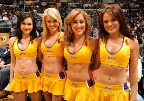 Vu dao goi cam cua dan hoat nao vien Lakers hinh anh