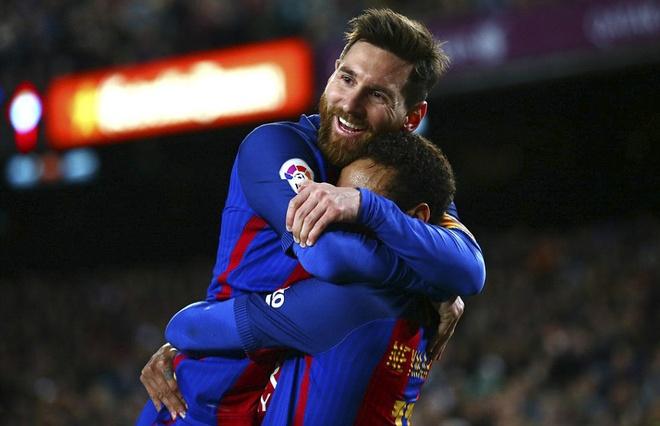 Messi lap cu dup ban thang va kien tao, Barca doi lai ngoi dau hinh anh