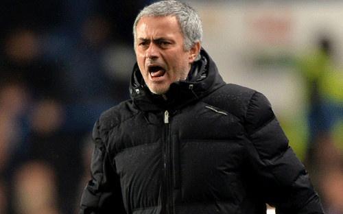 Mourinho noi gian vi su co khong dang co sau tran thua Chelsea hinh anh