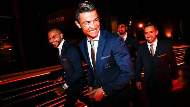 Ronaldo tuoi cuoi tap luyen sau khi duoc vinh danh hinh anh 5